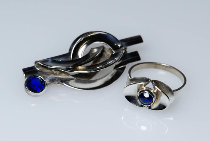 Art Deco set consisting of ring and brooch
