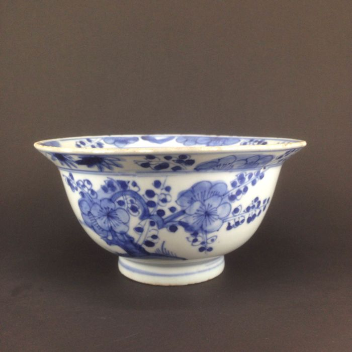 Blue and white porcelain bowl - China - Kangxi Period