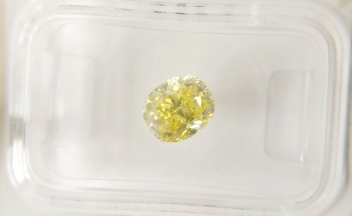 1.25 ct Modified Cushion cut diamond Fancy Vivid Yellow VS2