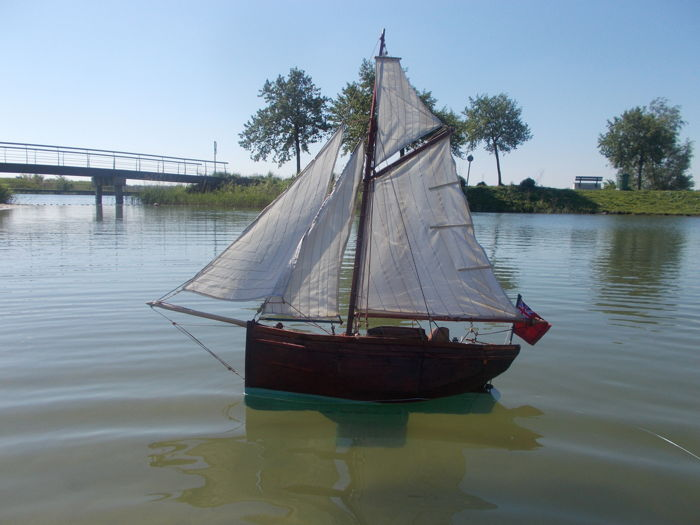 "Large and sailing ship/pond model of an English ""Bawley"": sailing oyster fisherman vessel"
