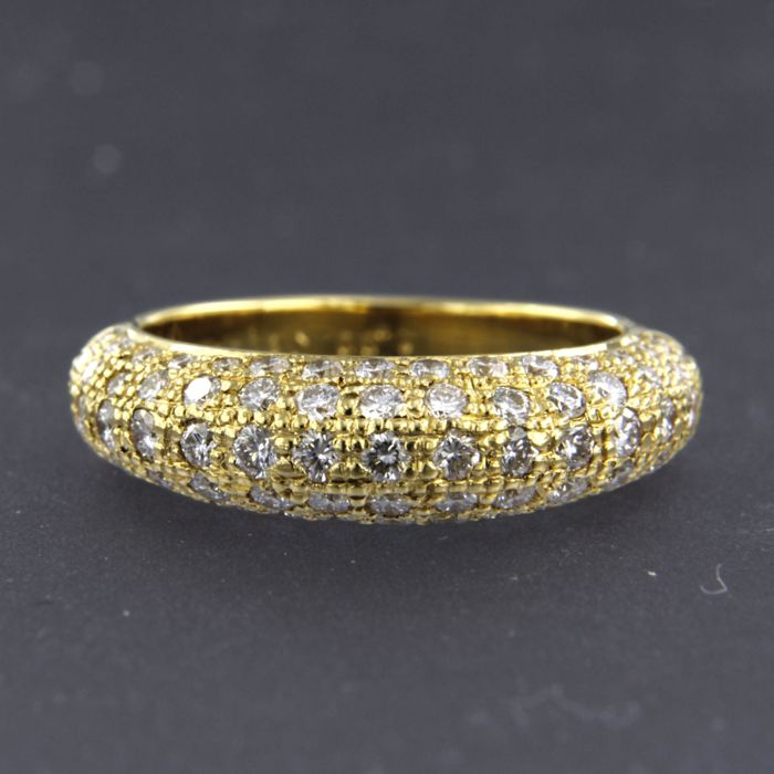 18 kt gold ring with 83 brilliant cut diamonds approx. 1.30 carat in total - size: 17