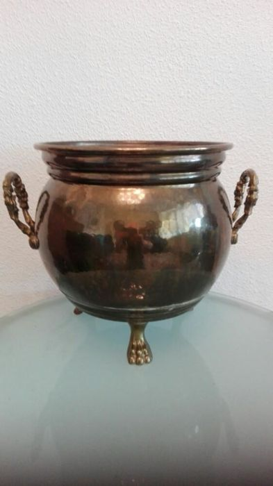 Large cachepot in brass