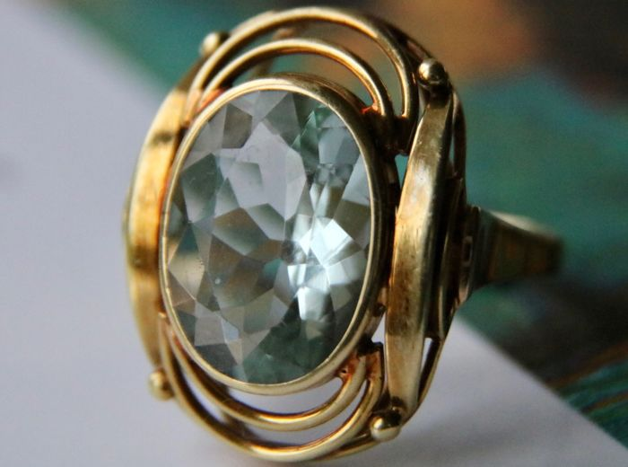 Gold ring enchanted with a natural Aquamarine of 4.50ct.