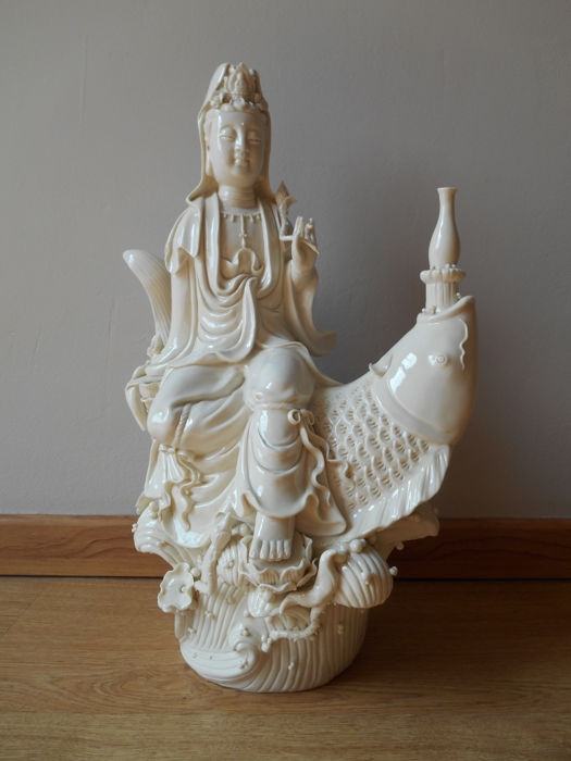A large Dehua porcelain statue of Guan Yin in Blanc de Chine (approx. 43.5 cm) - China - second half 20th century