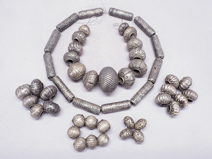 6 strands - Antique Prakeuam silver beads