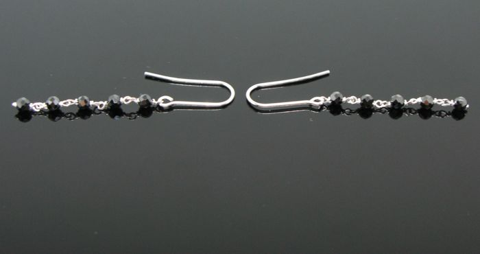 White gold 18 kt, pending earrings set with 10 natural black spinel briolette-cut beads Ø 3 mm diameter. Lenght 4,8 cm.
