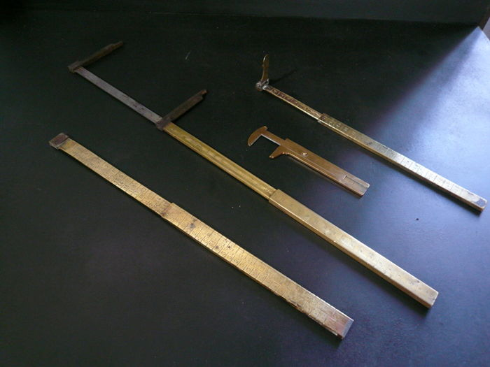 4 yardsticks and calipers in brass and wrought iron - France and England - 19th century