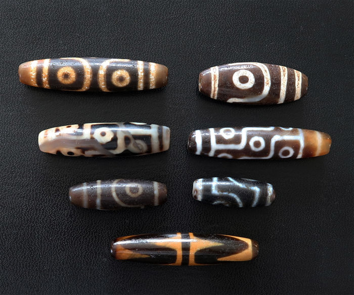 Seven worn agate prayer beads - dzis - Himalaya/Tibet - end of the 20th century
