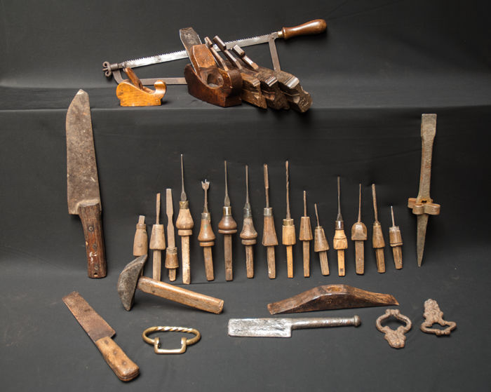 A large collection of Dutch tools of 30 pieces, all from before 1900.