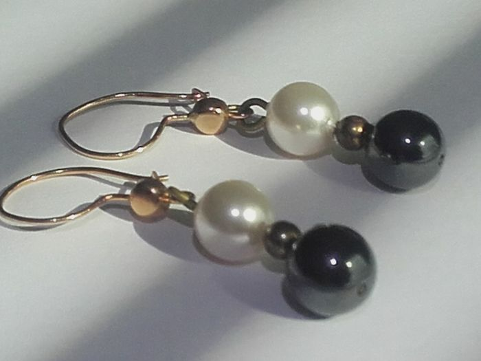 Beatiful 14k gold earrings with 2 pearls , hight 35mm/ weight 3.5g***no reseve