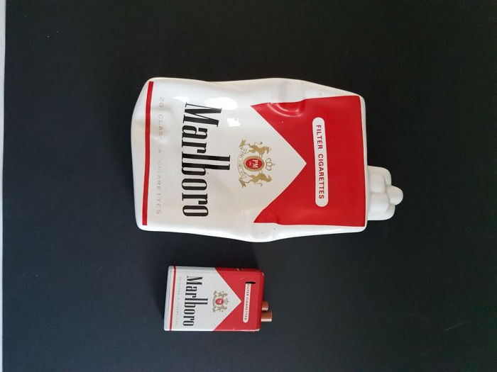 Tobacco:  Marlboro - Lighter and Ashtray