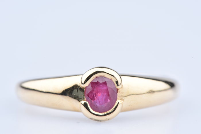 18 kt yellow gold ring with 1 ruby of approx. 0.10 ct, Size: EU 52, US 6