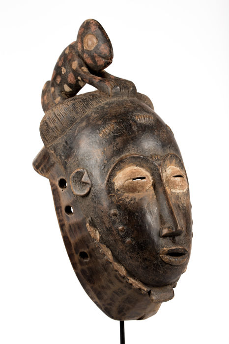 Facial mask topped with a chameleon - BAOULE - Ivory Coast
