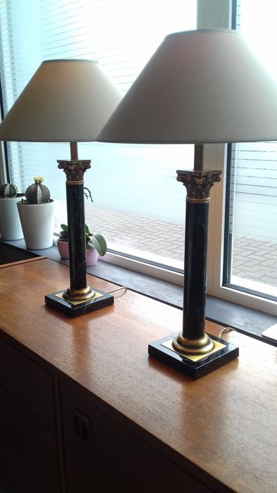 Deknudt - Pair of marble lacquer lamps