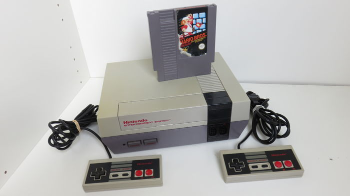 Nintendo NES incl Super Mario Bros and 2 controllers