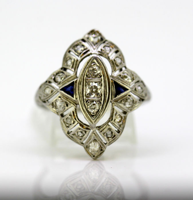 Art Deco 18K white gold ladies ring with diamonds and blue sapphire, France Circa.1920's