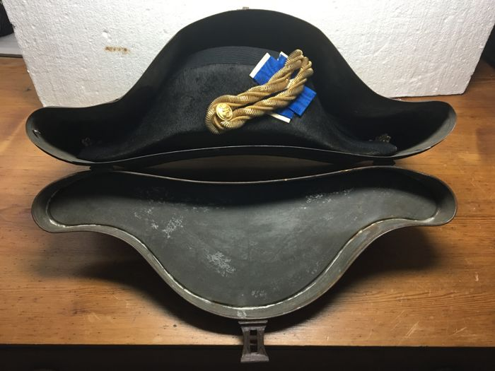 Official Navy hat with original box, probably Portuguese