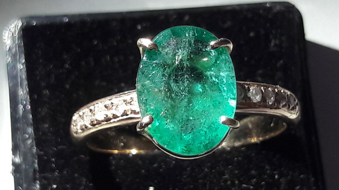 Gold ring (18 kt) with natural, certified emerald - size 14