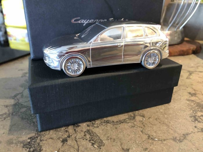 1:43 - Cayenne Turbo II 2nd GENERATION - 2014 - Solid Paperweight metal