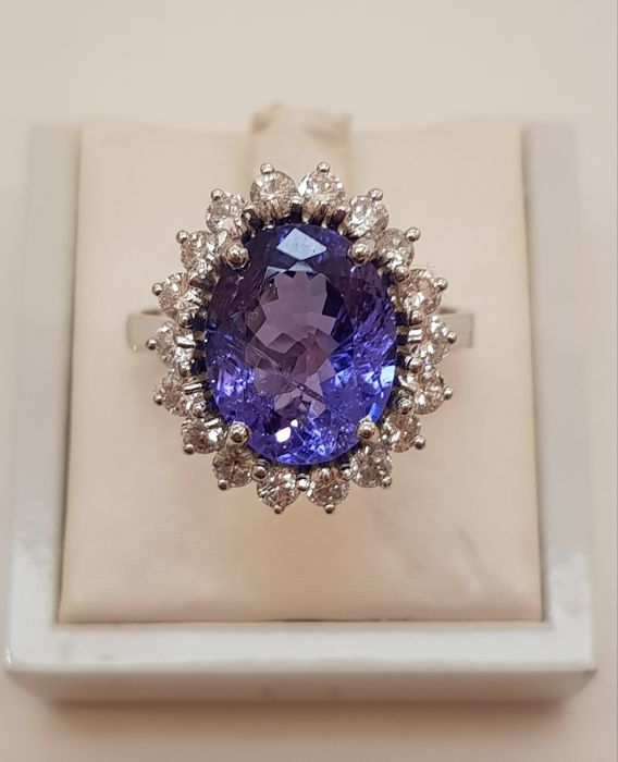 Ring in 18 kt white gold with tanzanite and diamonds Free shipment