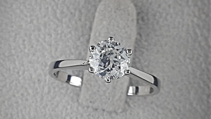 0.98 carat D/VS2-SI1 Round Diamond Solitaire Engagement Ring in Solid White Gold 14K