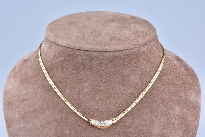 Necklace in 18 kt yellow gold with 17 diamonds worth approximately 0.17 ct in total Length of the necklace (chain + pendant): 41 cm