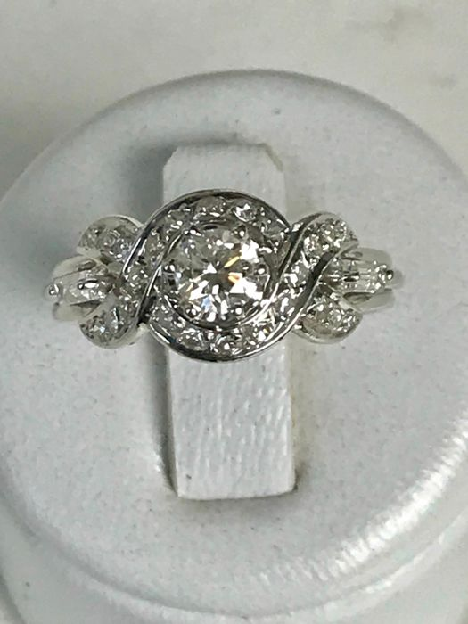 Pretty ring in platinum and diamonds totalling 1.0 ct Top Wesselton - Size 53 / 16.92 mm