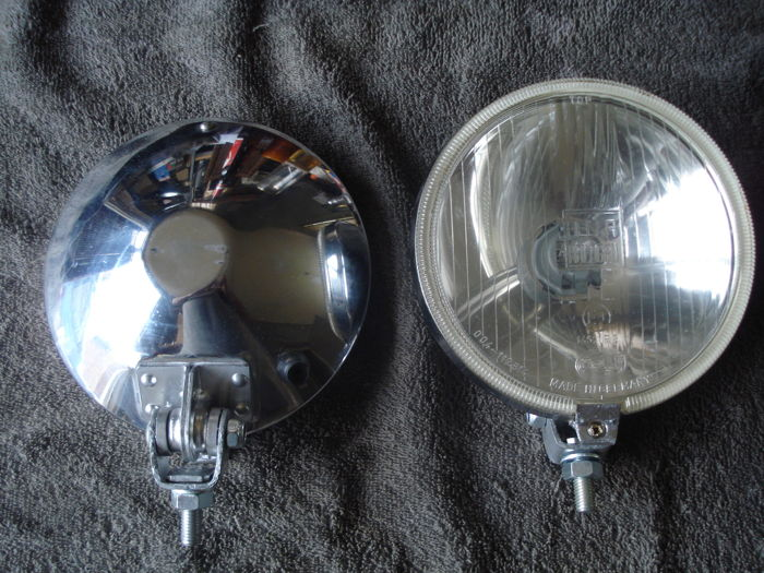 Two spotlights of the brand HELLA with a diameter of 160 mm