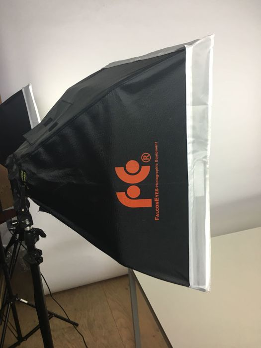 5 Falcon Eyes studio lights with tripods and background system - complete  set for studio lighting - (2977) - Catawiki