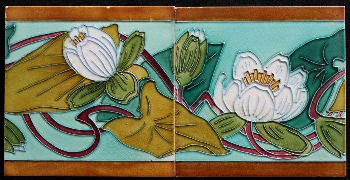 Gilliot & Cie - 2 Art Nouveau tiles with water lilies Tube-lined