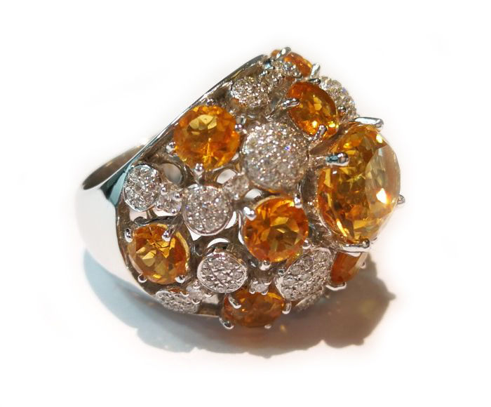 Ring in 18 kt gold with brilliant cut diamonds, colour G, clarity VVS, for a total carat weight of 0.77 ct, and citrine quartz, for a total of 13.20 ct, faceted cut, size 54