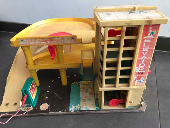 Garage Fisher Price : Vintage fisher price toy garage and another large vintage garage