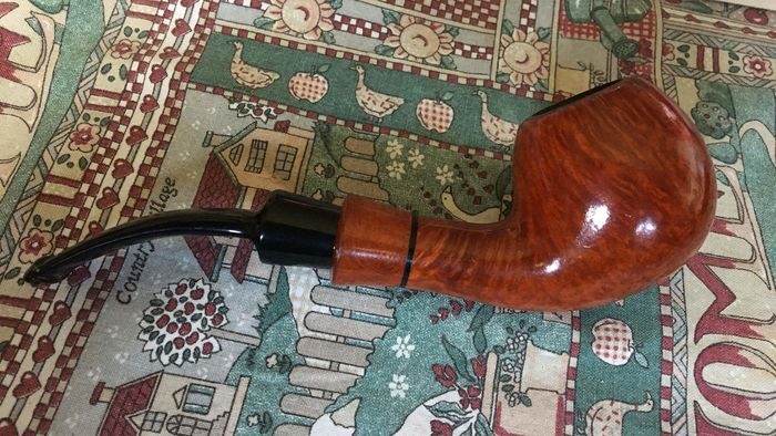 Glossy briar pipe by Barantini
