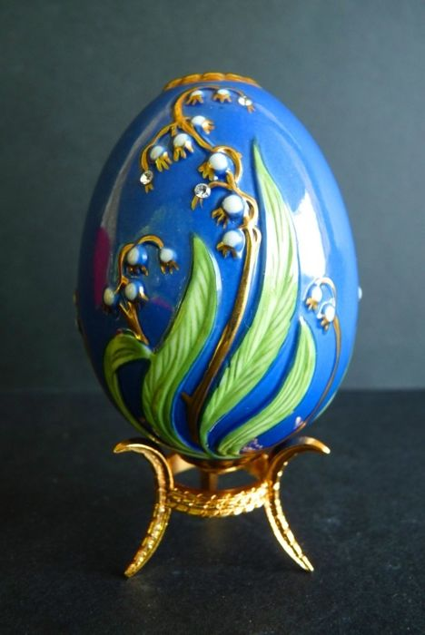 House of Fabergé - 'Czarina's Bouquet' Collector Egg - Porcelain - 22K Gold paint - (9.5 cm / 60 g)