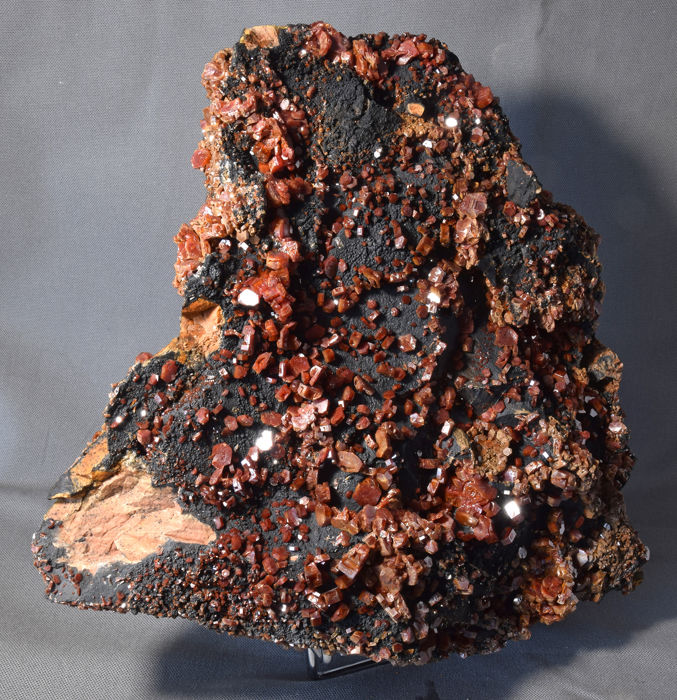 Vanadinite Crystal on matrix - 29 x 27 x 7 cm - 7400 g