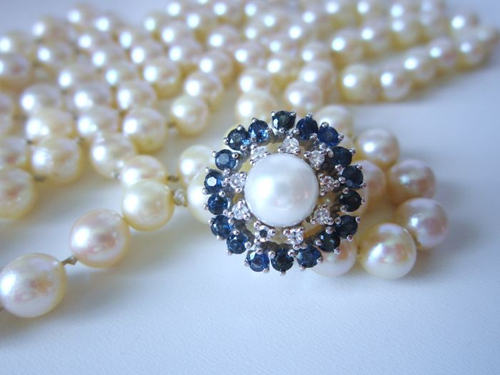 Akoya pearls long necklace with chain shortener with sapphires and diamonds made of 585 gold.