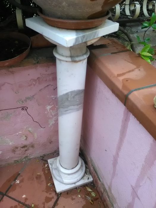 Unknown - Carrara marble column - mixed media - unsigned - 1970 - height 100 cm