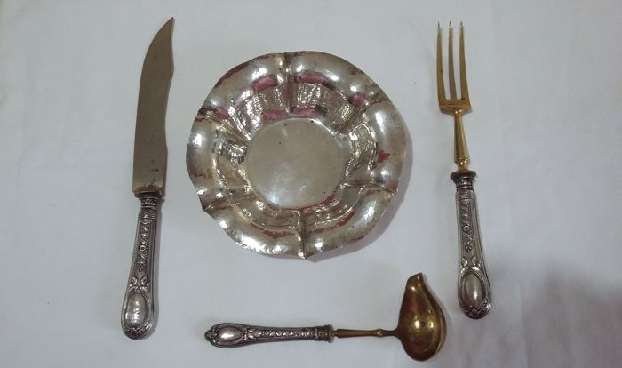 Lot of three-piece cutlery set and a centrepiece in silver 800 - early 20th century