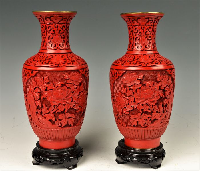 Pair of Chinese cinnabar vases - China - late 20th century