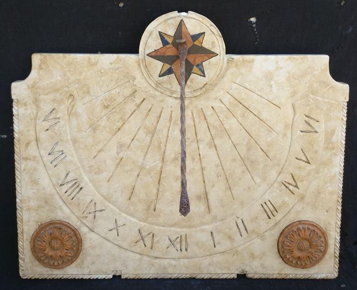 Large sundial (78 cm) made of Botticino marble, with inlays in Polychrome marbles and Verona red marble - Italy, Vicenza - 20th century