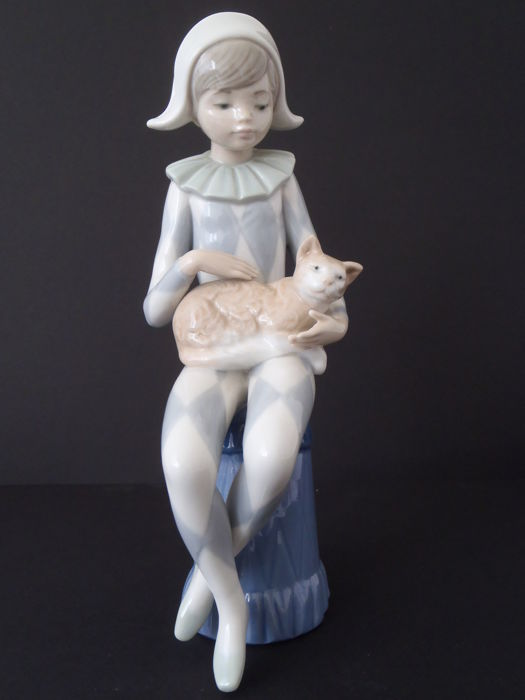 Lladró - Porcelain sculpture of a girl and cat