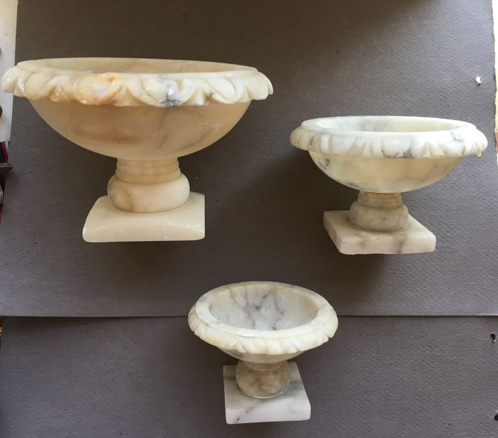 Three alabaster vases - 1930s - Italy