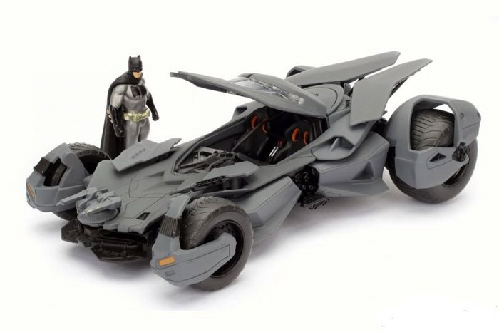 Toychamp | Batman vs Superman Batmobile met Batman 1:24