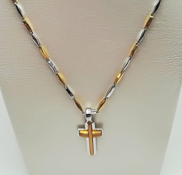 18 kt white and yellow gold chain with cross pendant, length 28.00 cm, total weight 13.68 g