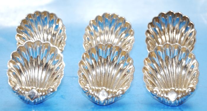 Set of 6 Shell Shaped Silverplate Ash, Mint, Dragee, Salt or Bonbon Trays
