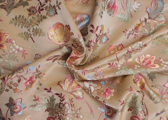 5.60 m of a gorgeous damask fabric from a San Leucio manufacture