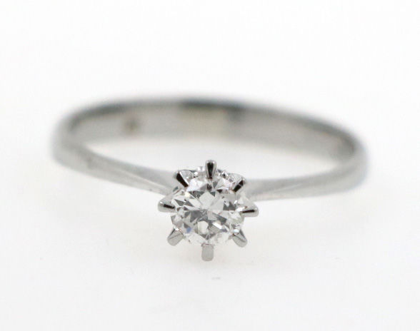 Solitaire ring white gold 750 with diamond 0.25 ct G/VS-SI. Inner circumference: 53 mm
