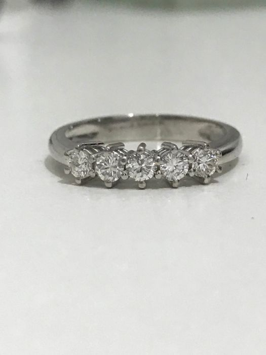 18 kt white gold riviera ring with 0.50 ct brilliant cut diamonds