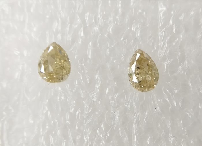 Couple of 2 Pear cut diamonds total 0.45 ct Fancy Light Yellowish Brown SI *** No Reserve ***