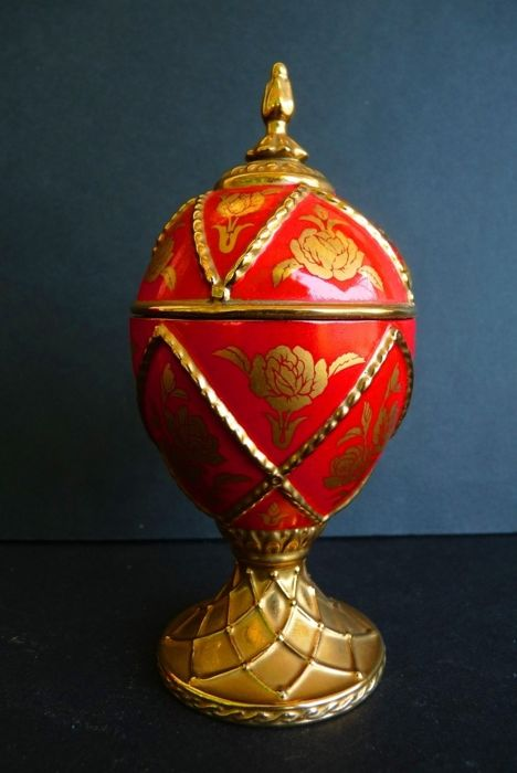House of Fabergé - 'Rose' Collector Egg - Music box - Porcelain - Gilded with fine gold